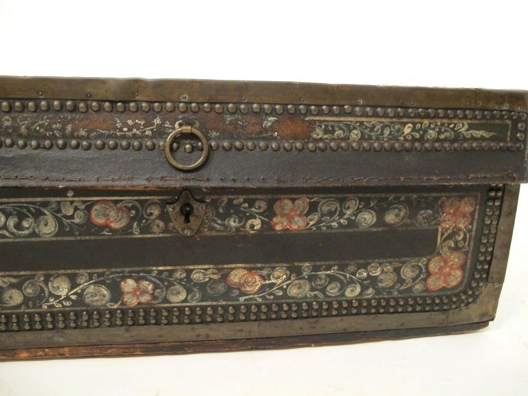 Hand-Painted 19th Century Chinese Export Hand Painted Trunk For Sale