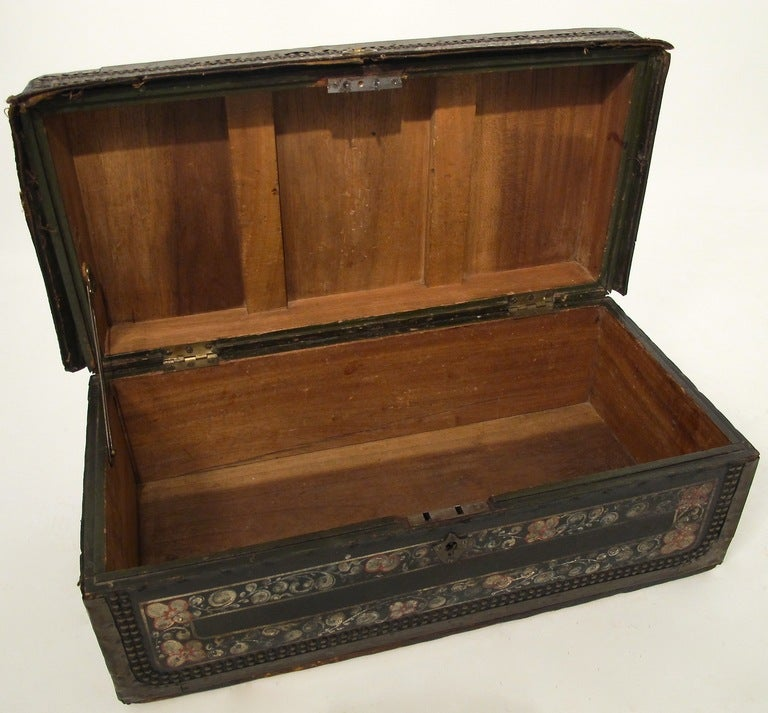 19th Century Chinese Export Hand Painted Trunk In Good Condition For Sale In San Francisco, CA