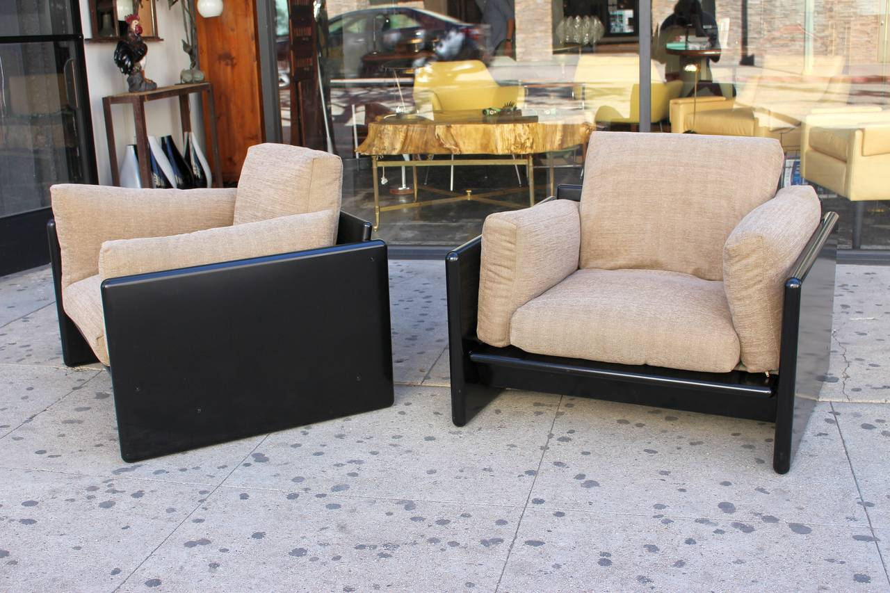 Captivating Italian Pair Of Lounge Chairs By Gavina For Studio Simon 2