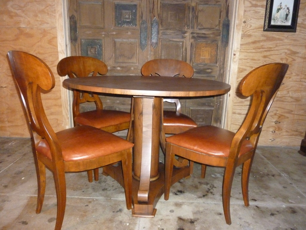 Italian Magolini Design Table and Four Chairs For Sale