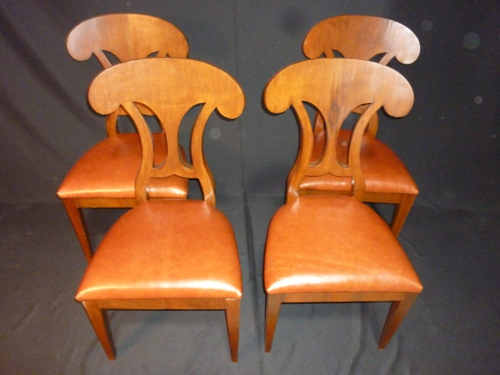 Magolini Design Table and Four Chairs In Good Condition For Sale In Los Angeles, CA