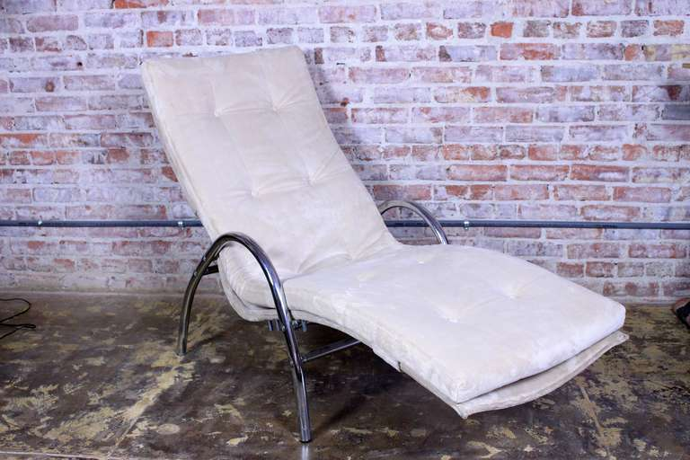 Italian chaise longue in new upholstery, adjustable positions.
