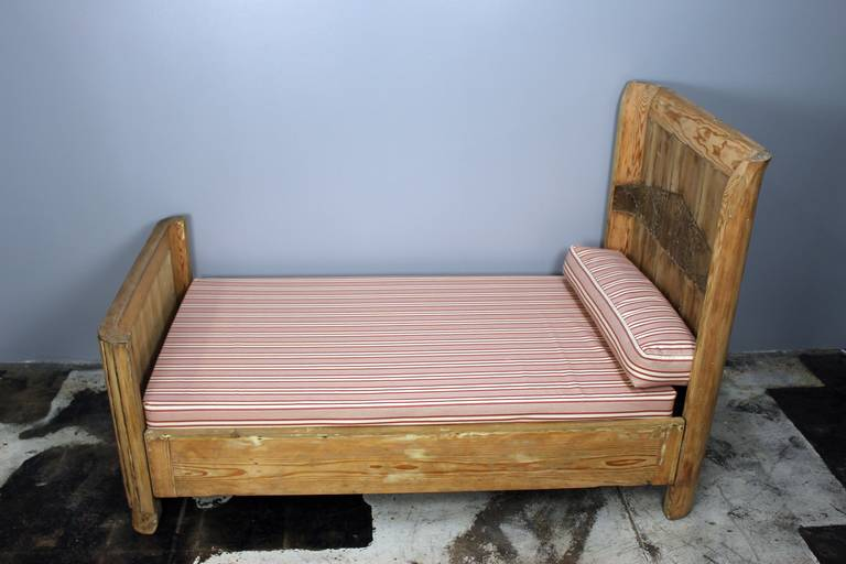French Art Deco Kid's Bed In Excellent Condition For Sale In Los Angeles, CA