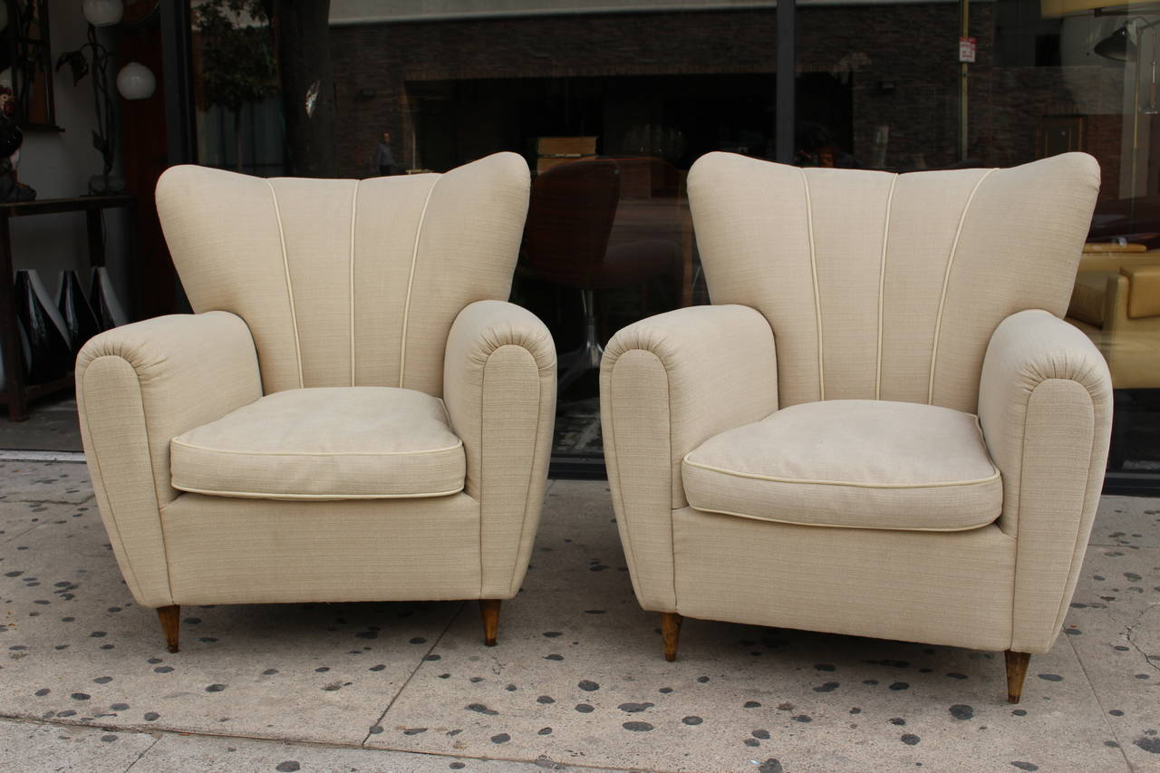 Pair of Italian Club Chairs in Style of Guglielmo Ulrich In Excellent Condition For Sale In Los Angeles, CA