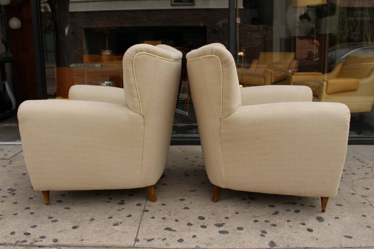 Mid-20th Century Pair of Italian Club Chairs in Style of Guglielmo Ulrich For Sale