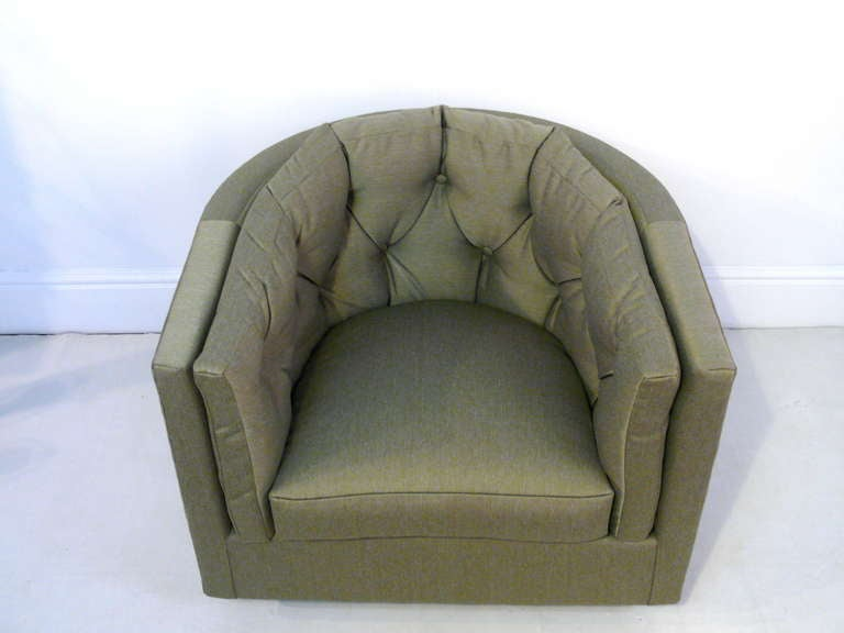 Mid-Century Modern Pair of Tufted Barrel Back Swivel Chairs For Sale