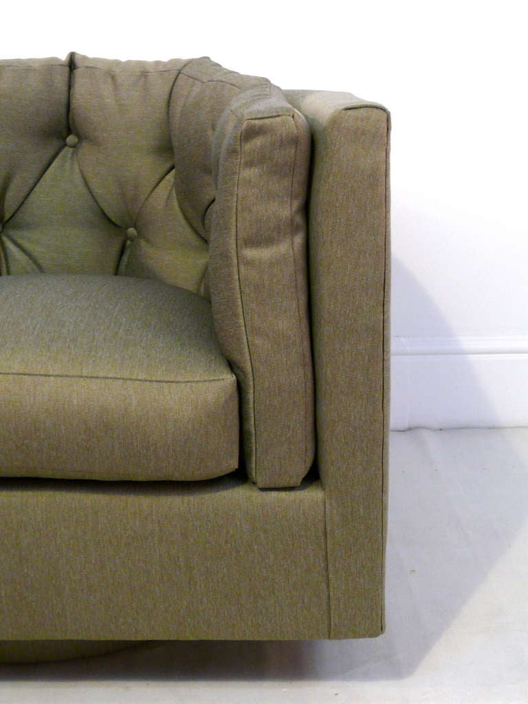 Pair of Tufted Barrel Back Swivel Chairs In Excellent Condition For Sale In New York, NY