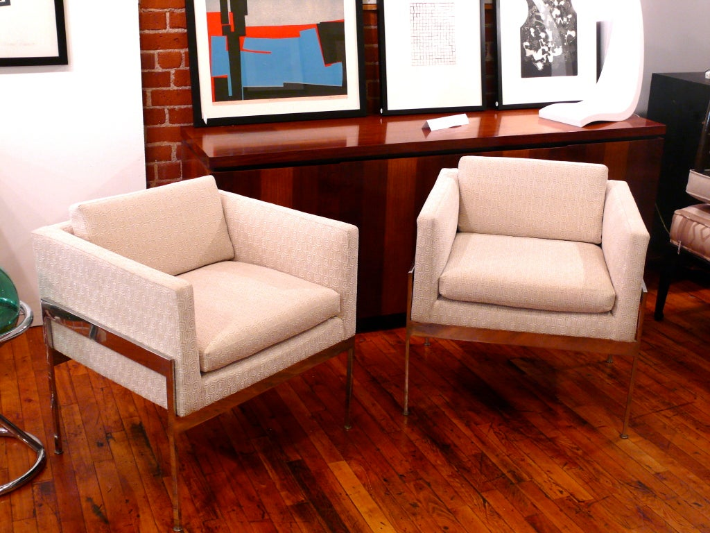 Pair of Chrome and Upholstered Chairs in the Manner of Knoll For Sale 4