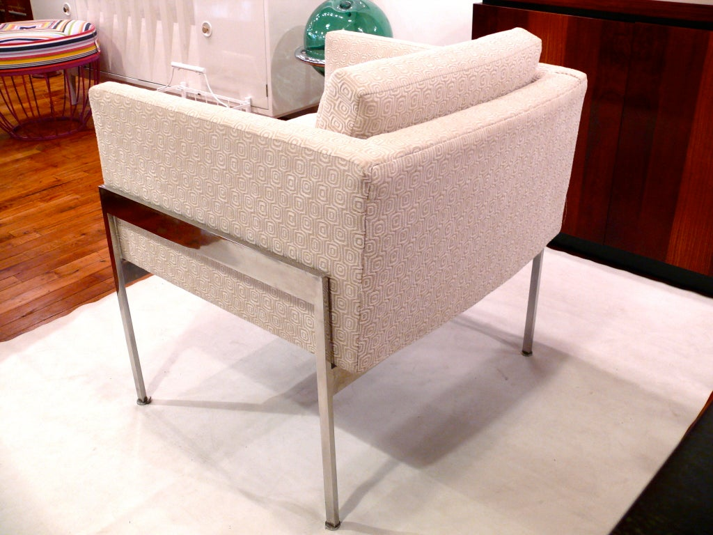 Pair of Chrome and Upholstered Chairs in the Manner of Knoll In Excellent Condition For Sale In New York, NY