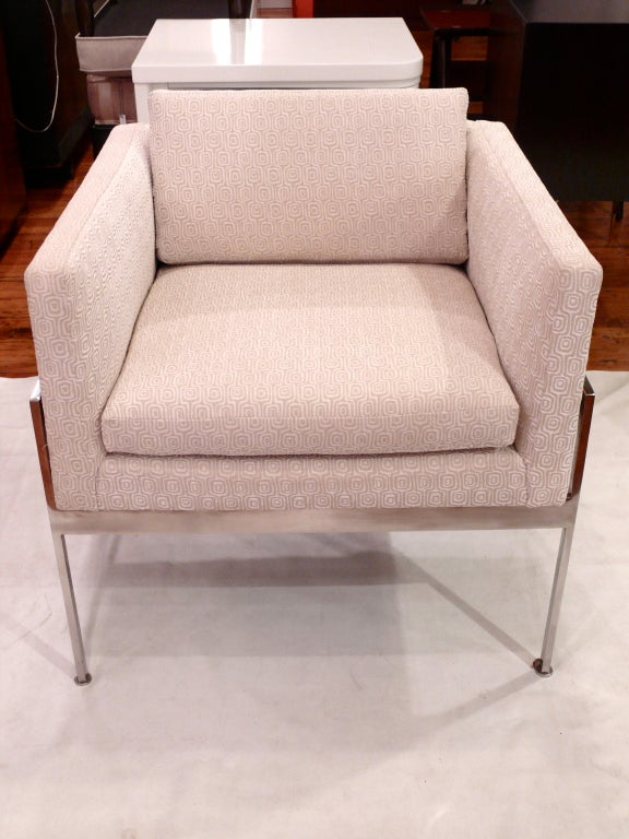 20th Century Pair of Chrome and Upholstered Chairs in the Manner of Knoll For Sale