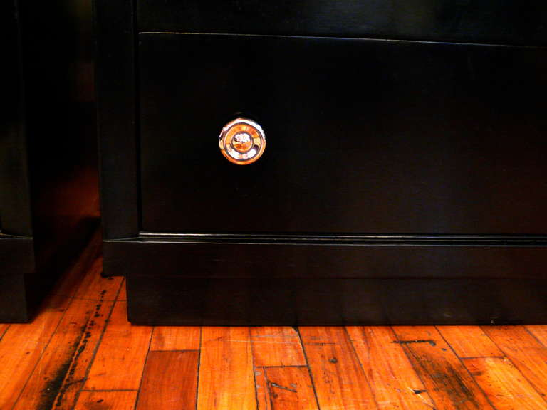 Pair of Ebonized Three-Drawer Midcentury Chests In Good Condition For Sale In New York, NY