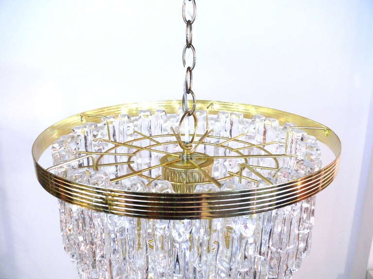 Tiered Lucite Icicle Chandelier In Excellent Condition For Sale In New York, NY