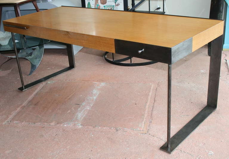Steel and wood desk in the international style at 1stdibs for Metal desk with wood top