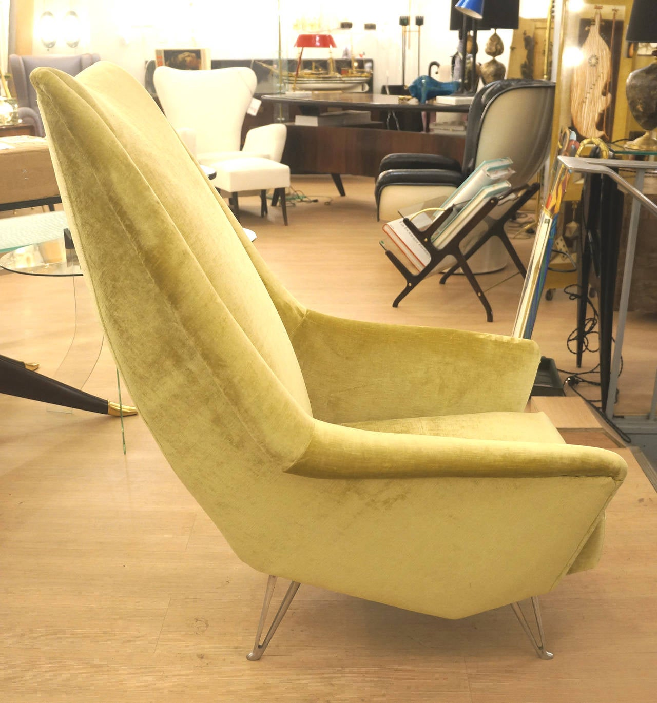 Design forward and comfortable italian mid century lounge for Isa arredamenti