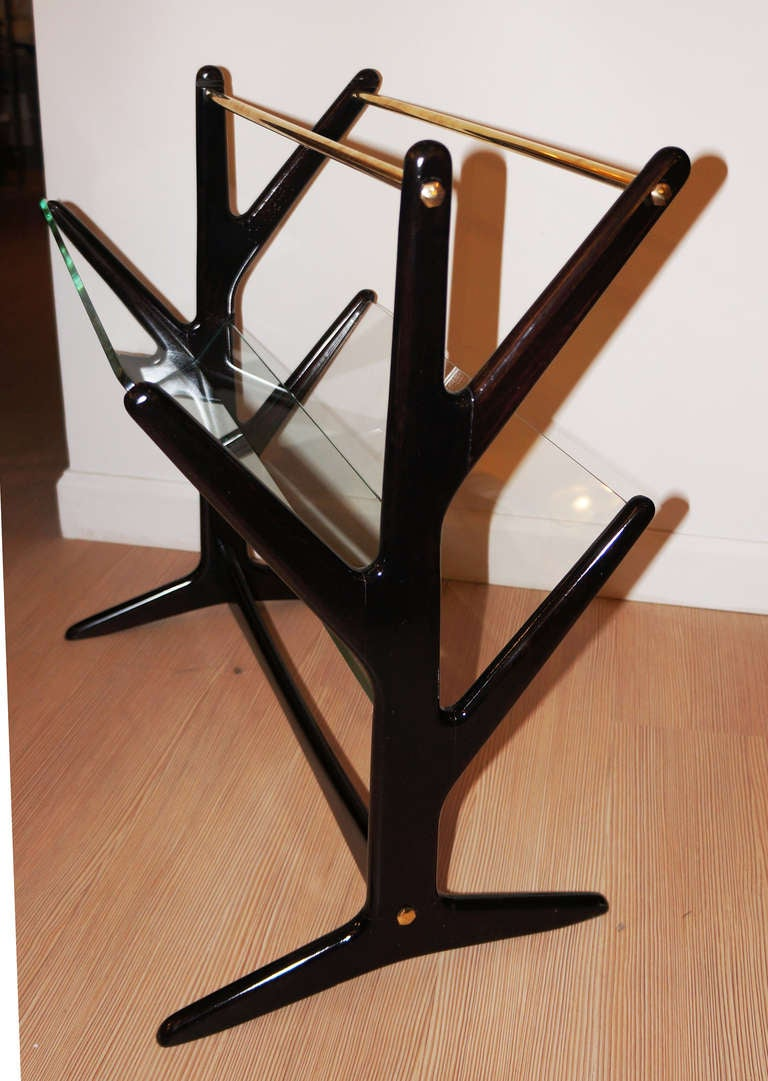 Dynamic italian mid century side table magazine rack at for 13 a table magasin