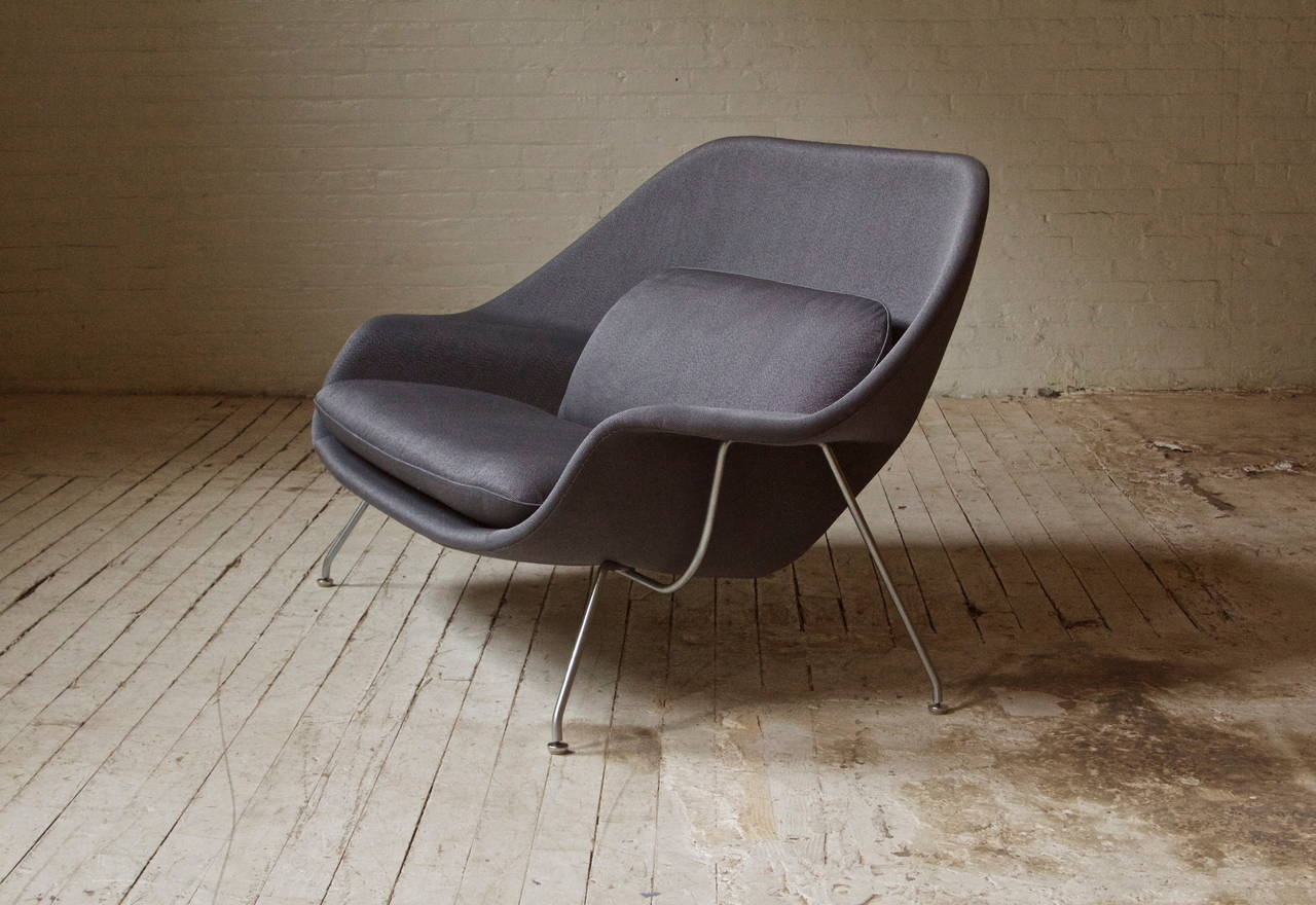 Vintage womb chair by Eero Saarinen for Knoll with original steel base, upholstered in a thick cotton-blended fabric. This piece features the trademark hand-stitched seams running along the outer contour. Very sensual design-looks good from all