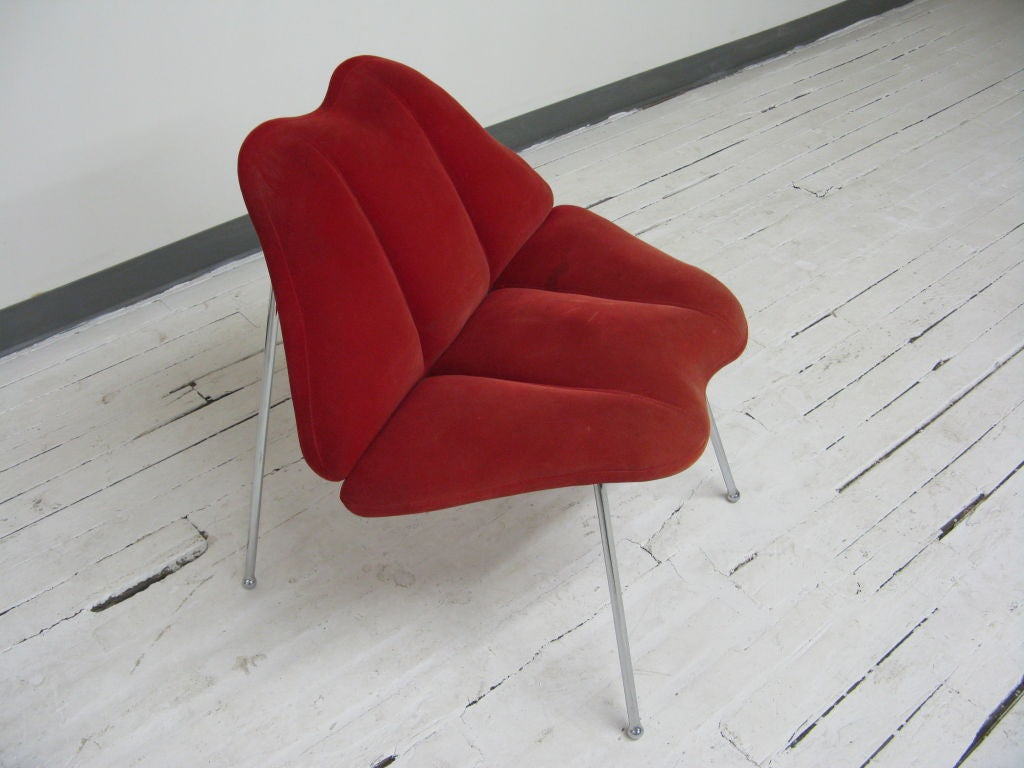Humorous Italian interpretation of Marylin Monroe famous lips in to a chair design.Red upholstery supported by a sleek metal frame.