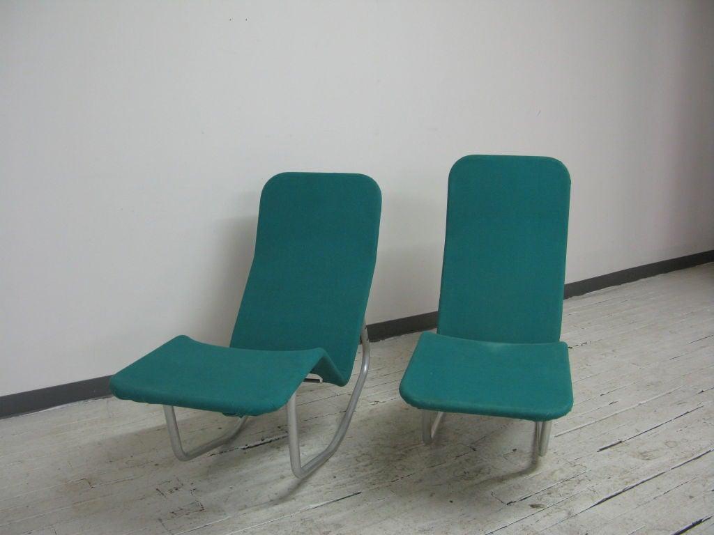 Pair of ralph elliott aluminium and canvas chaise at 1stdibs for Chaises longues aluminium