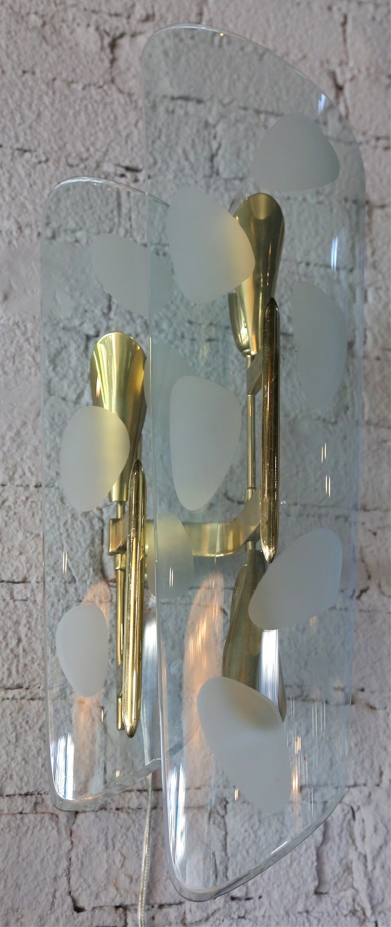 Pair of 1950s Italian Sconces with Etched Glass and Brass Frames For Sale 2