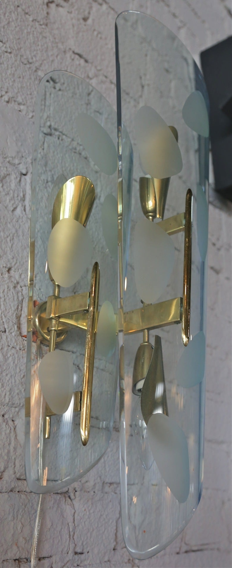 Pair of 1950s Italian Sconces with Etched Glass and Brass Frames For Sale 3