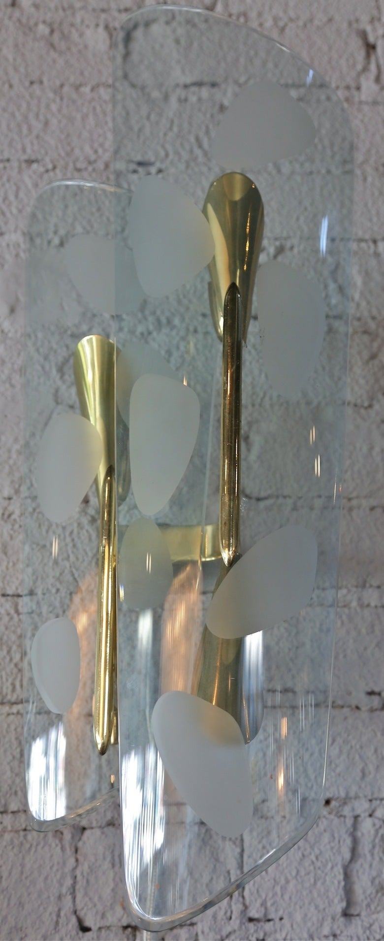 Pair of 1950s Italian Sconces with Etched Glass and Brass Frames For Sale 4