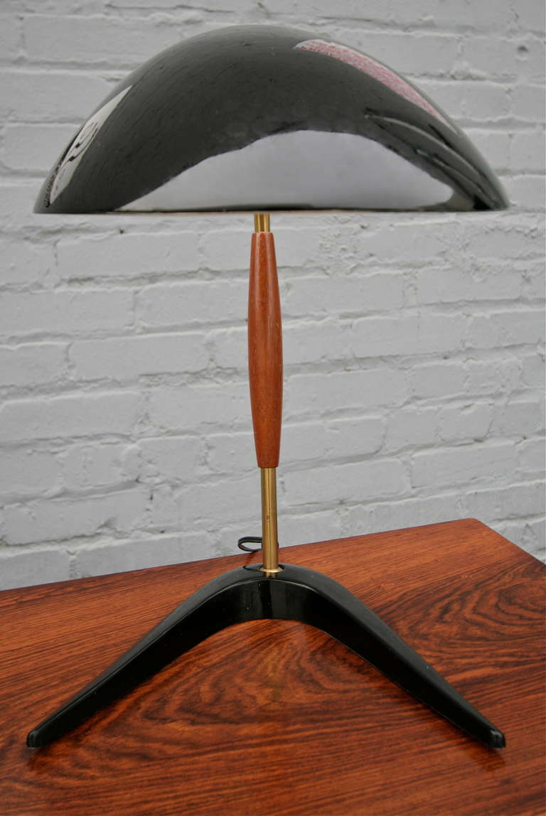 Lightolier 1960s Black Metal and Wood Desk or Table Lamp In Good Condition For Sale In Los Angeles, CA
