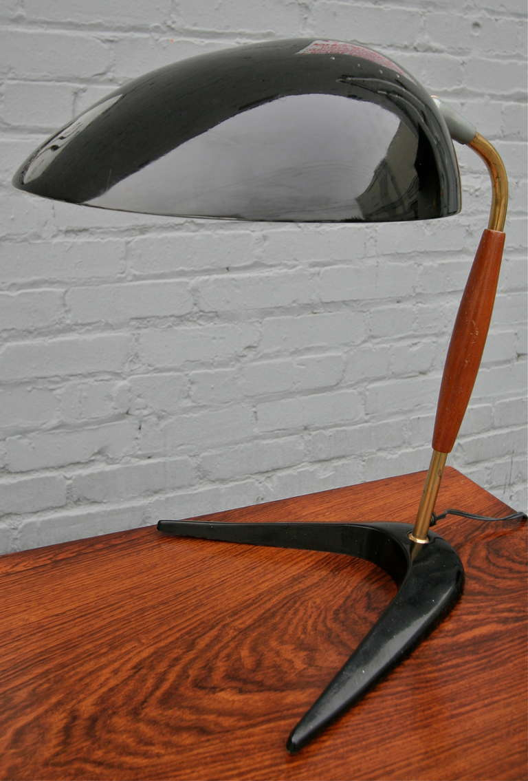 Mid-Century Modern Lightolier 1960s Black Metal and Wood Desk or Table Lamp For Sale