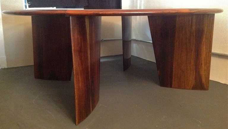 1960s Brazilian Jacaranda Round Dining Table for Eight For Sale 1