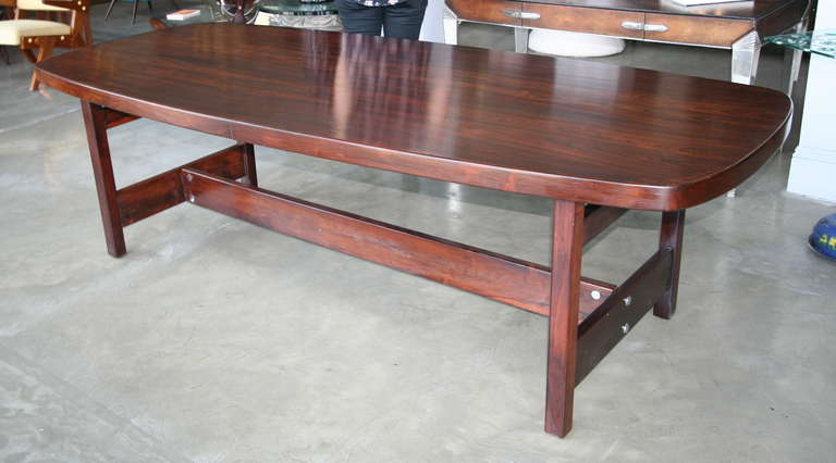 Mid-Century Modern Llidio 1960s Brazilian Jacaranda Dining Table by Sergio Rodrigues For Sale