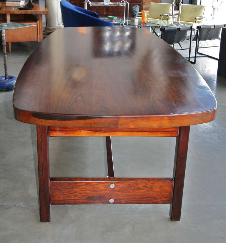 Llidio 1960s Brazilian Jacaranda Dining Table by Sergio Rodrigues In Excellent Condition For Sale In Los Angeles, CA