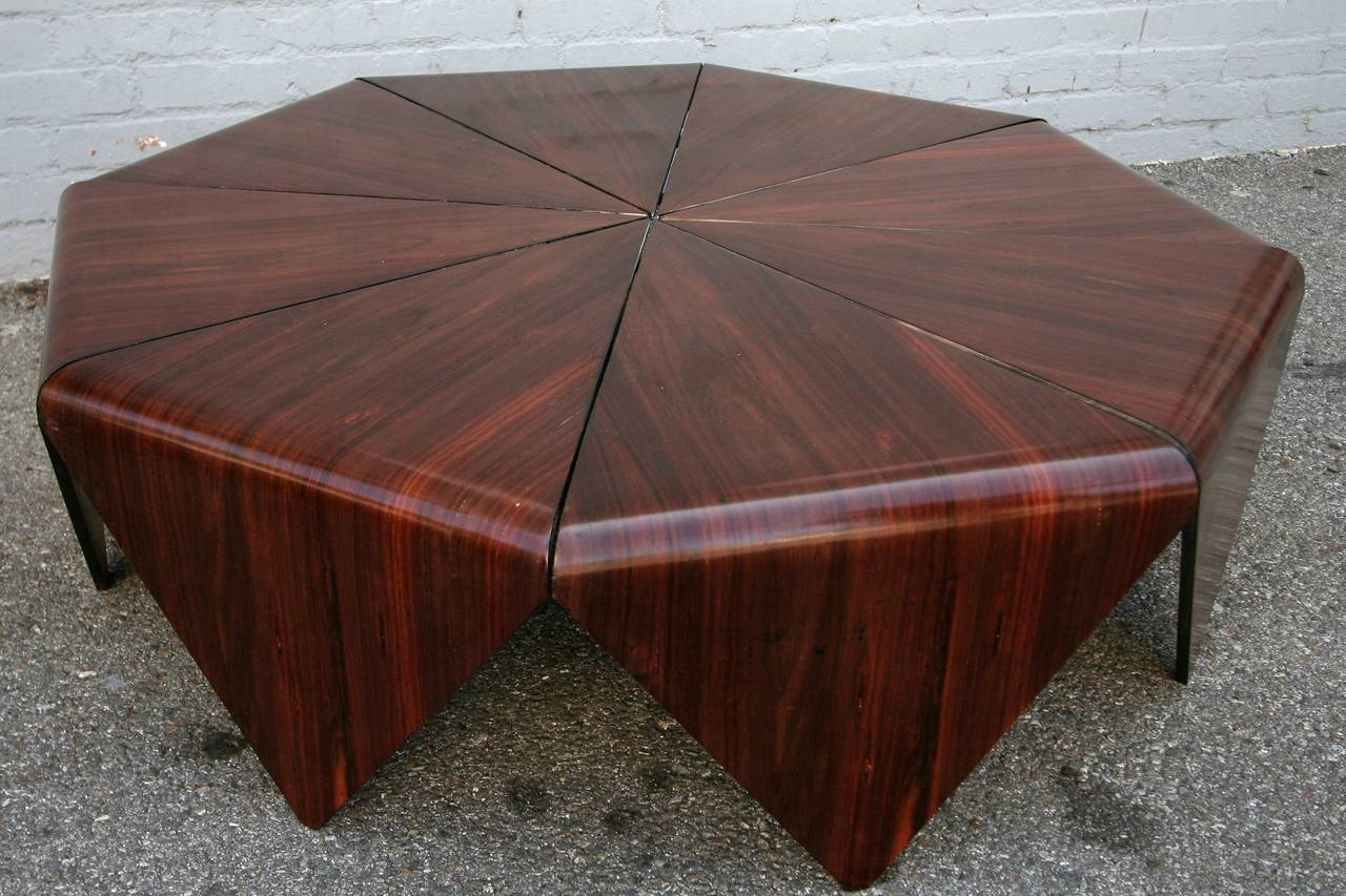 Petalas 1960s Coffee Table by Jorge Zalszupin in Brazilian Jacaranda In Excellent Condition For Sale In Los Angeles, CA