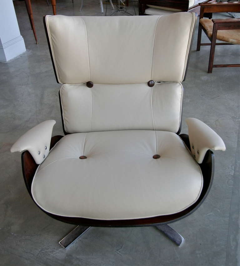 Mid-Century Modern 1960s Paulistana Brazilian Armchair and Ottoman by Zalszupin in Beige Leather For Sale