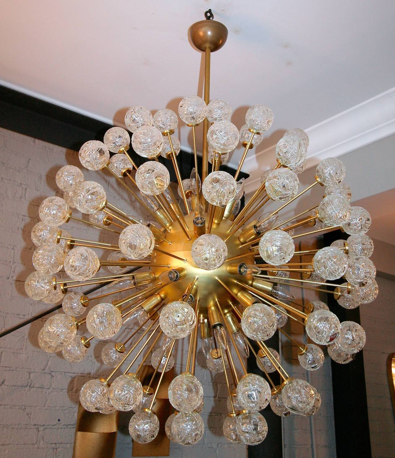 Sputnik chandelier from the 1980s with 96 Murano glass pieces in the shape of roses with 34 lights.