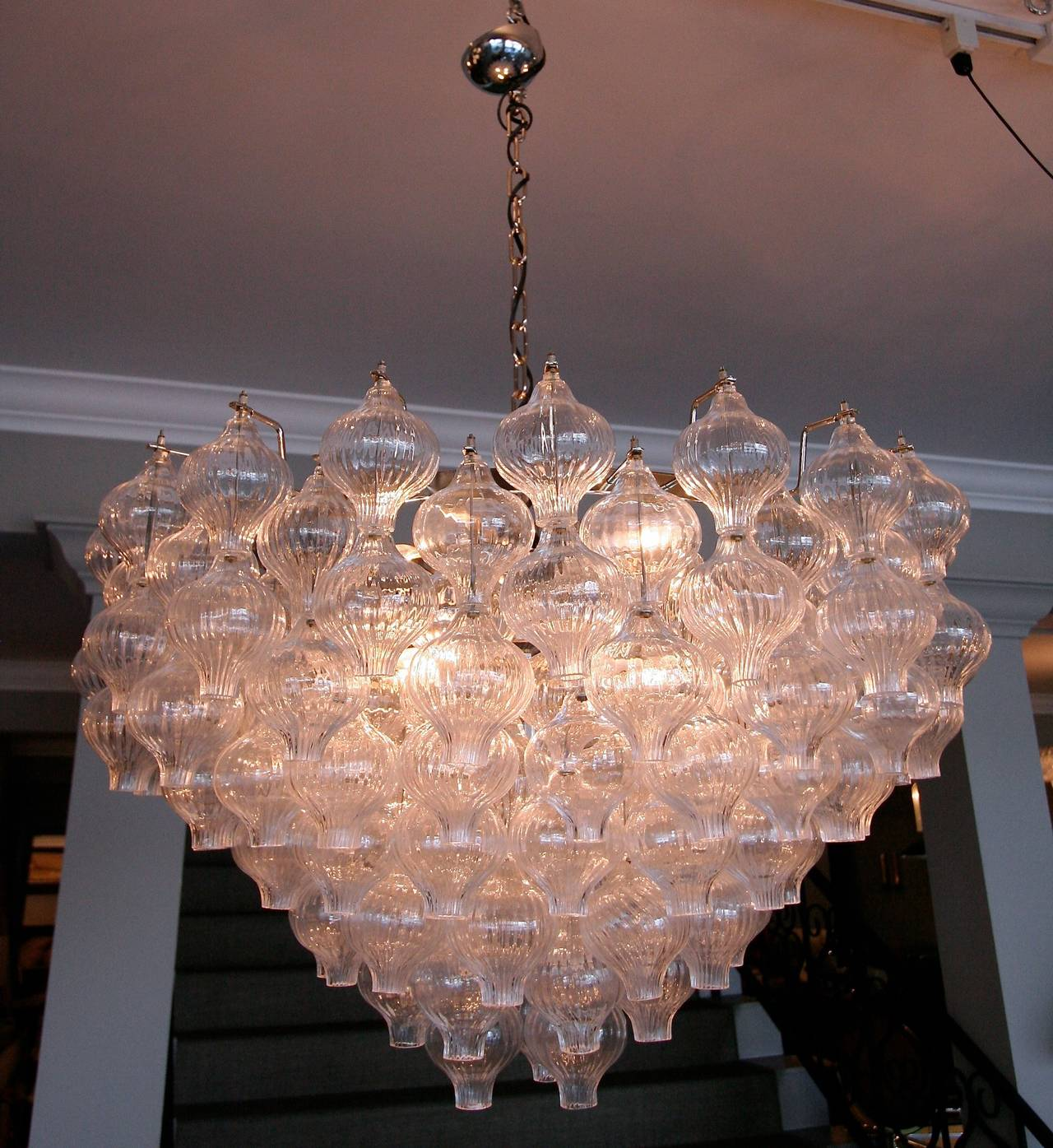 Murano Glass 1960s Tulip Chandelier In Excellent Condition For Sale In Los Angeles, CA