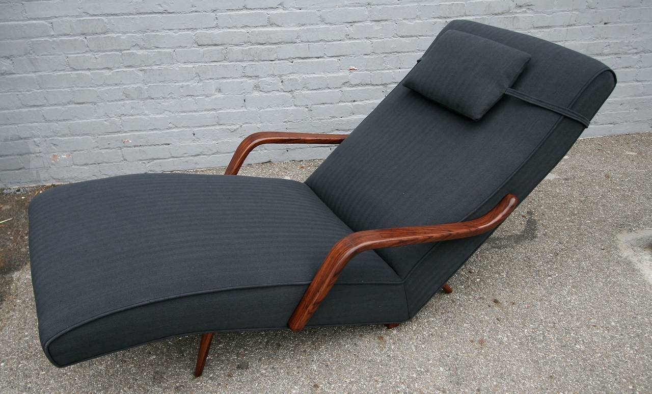 1960s Brazilian rosewood chaise longue chair by Giuseppe Scapinelli upholstered in dark grey herringbone fabric.