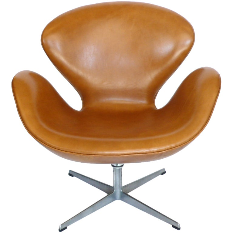 rare early leather adjustable swan chair by arne jacobsen at 1stdibs. Black Bedroom Furniture Sets. Home Design Ideas