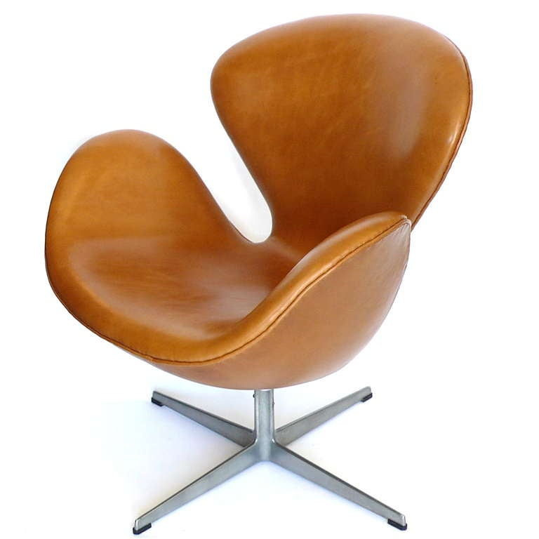 Rare Early Leather Adjustable Swan Chair By Arne Jacobsen