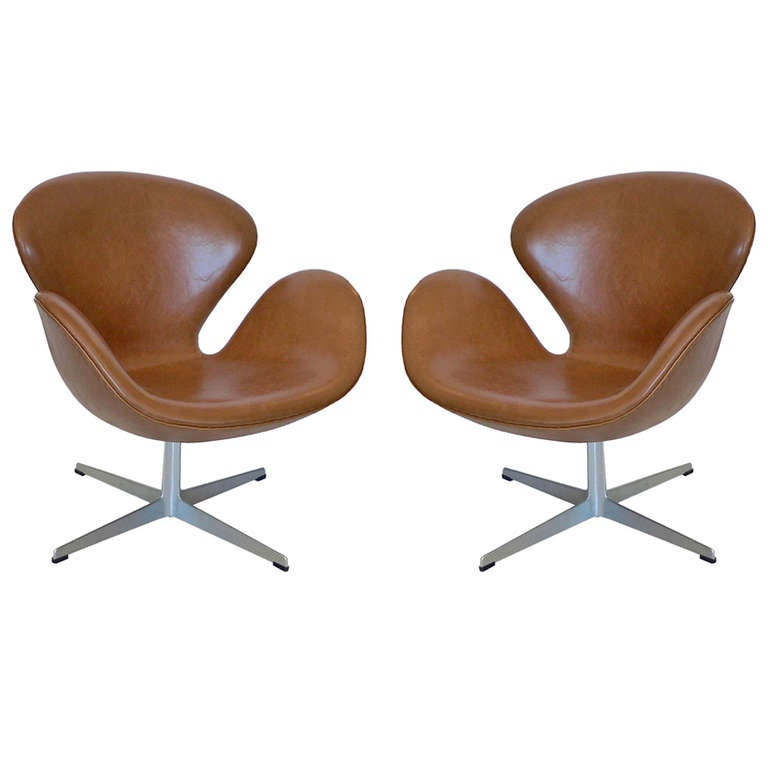 Pair Of Vintage Arne Jacobsen Swan Chairs For Fritz Hansen
