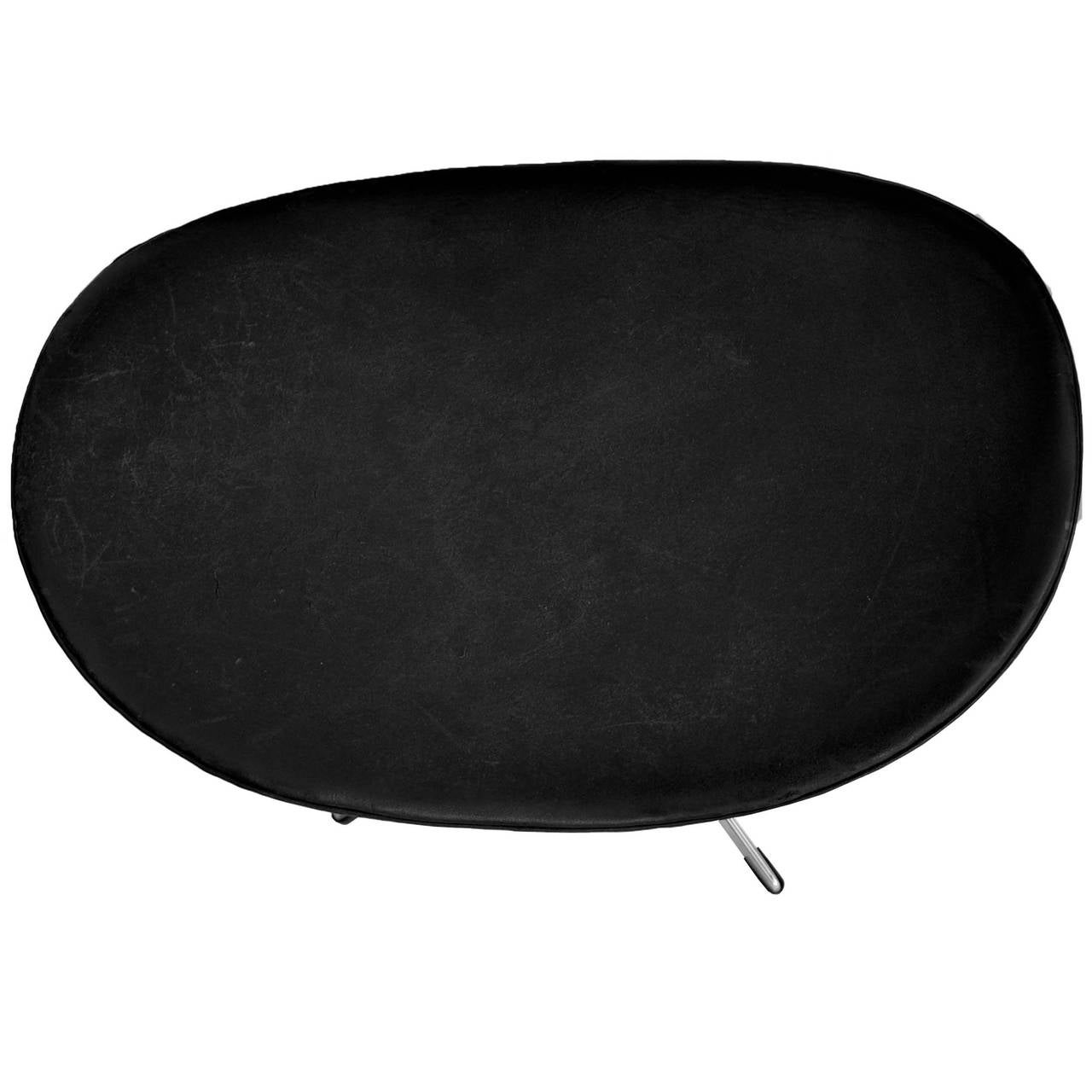 Early Egg Chair and Ottoman by Arne Jacobsen with Original Black Leather 7