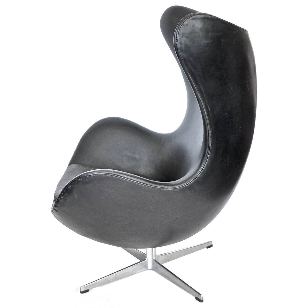 early egg chair and ottoman by arne jacobsen with original black leather for sale at 1stdibs. Black Bedroom Furniture Sets. Home Design Ideas
