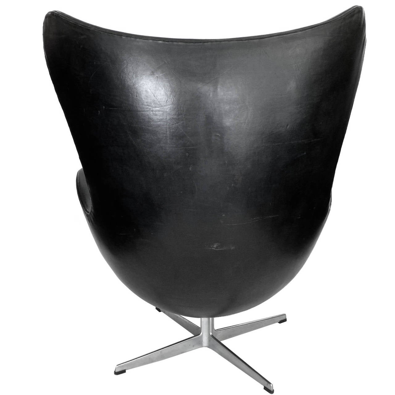 early egg chair and ottoman by arne jacobsen with original black leather at 1stdibs. Black Bedroom Furniture Sets. Home Design Ideas