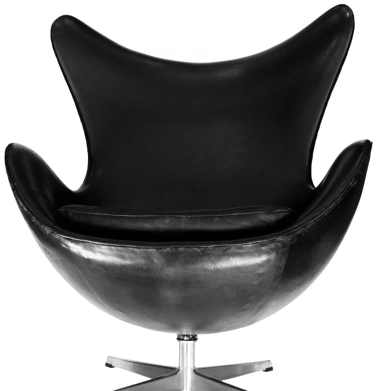 Early Egg Chair and Ottoman by Arne Jacobsen with Original Black Leather 2