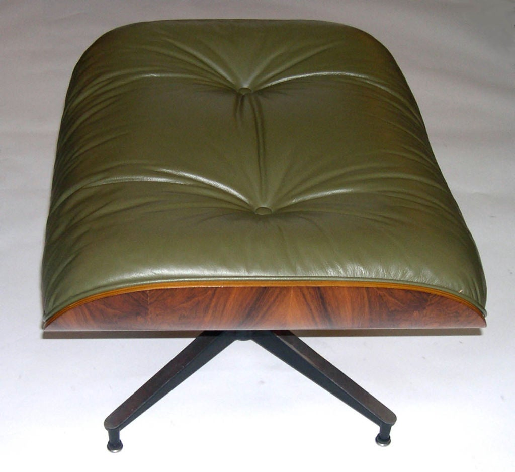 original eames 670 lounge chair and 671 ottoman in olive. Black Bedroom Furniture Sets. Home Design Ideas