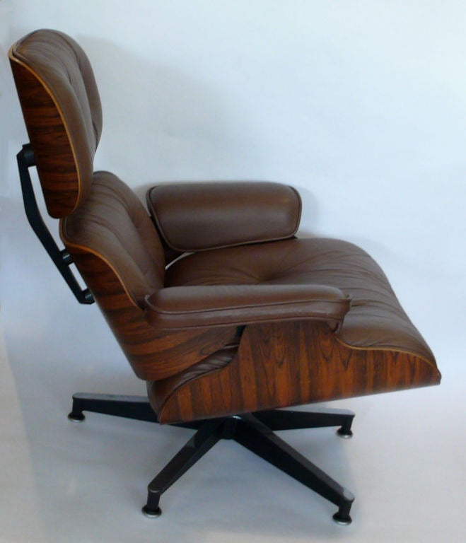 Original 1979 eames 670 lounge chair and 671 ottoman camel leather at 1stdibs - Fauteuil eames original ...