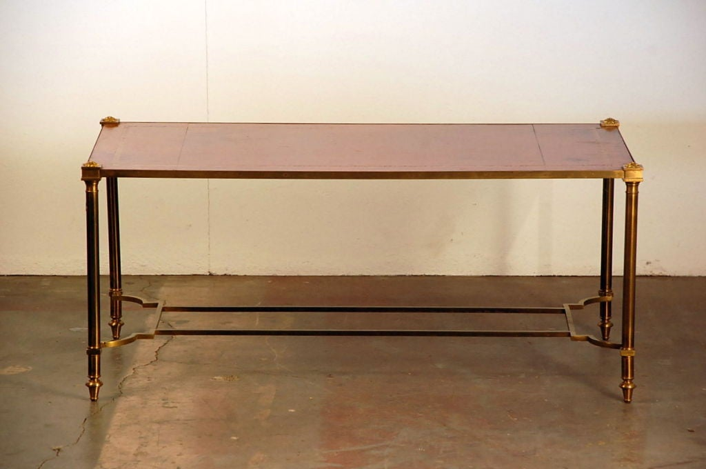 Chic gilt bronze and leather French 50's coffee table For Sale 2