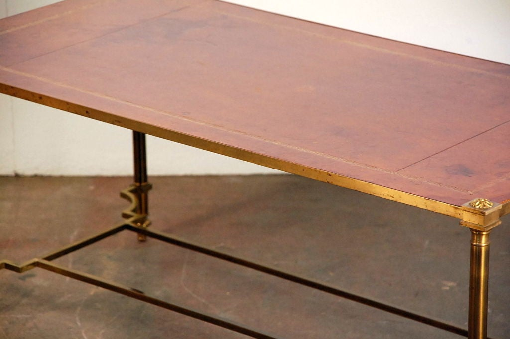 Chic gilt bronze and leather French 50's coffee table For Sale 3