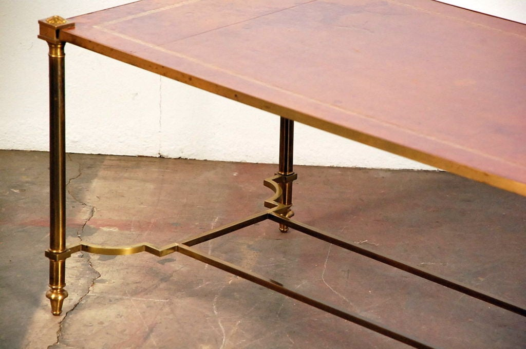 Chic gilt bronze and leather French 50's coffee table For Sale 4