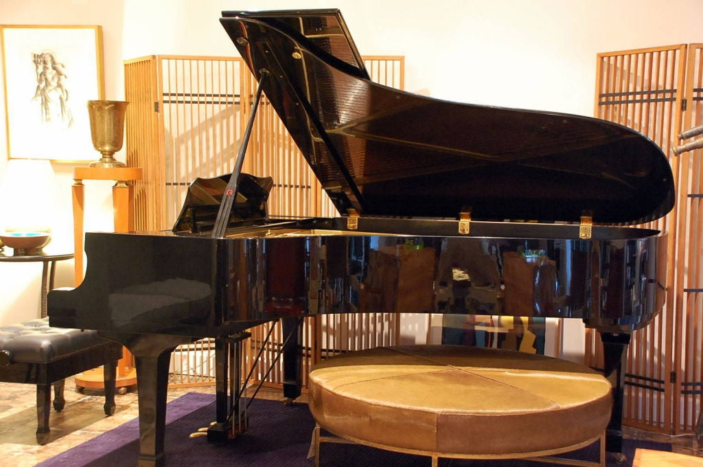 Yamaha C7 black lacquer concert grand piano. Yamaha serial number 2442423.