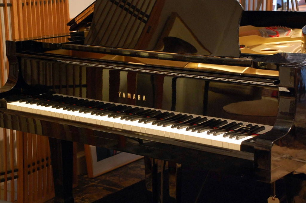 Impeccable Yamaha C7 Concert Grand Piano In Excellent Condition For Sale In Los Angeles, CA