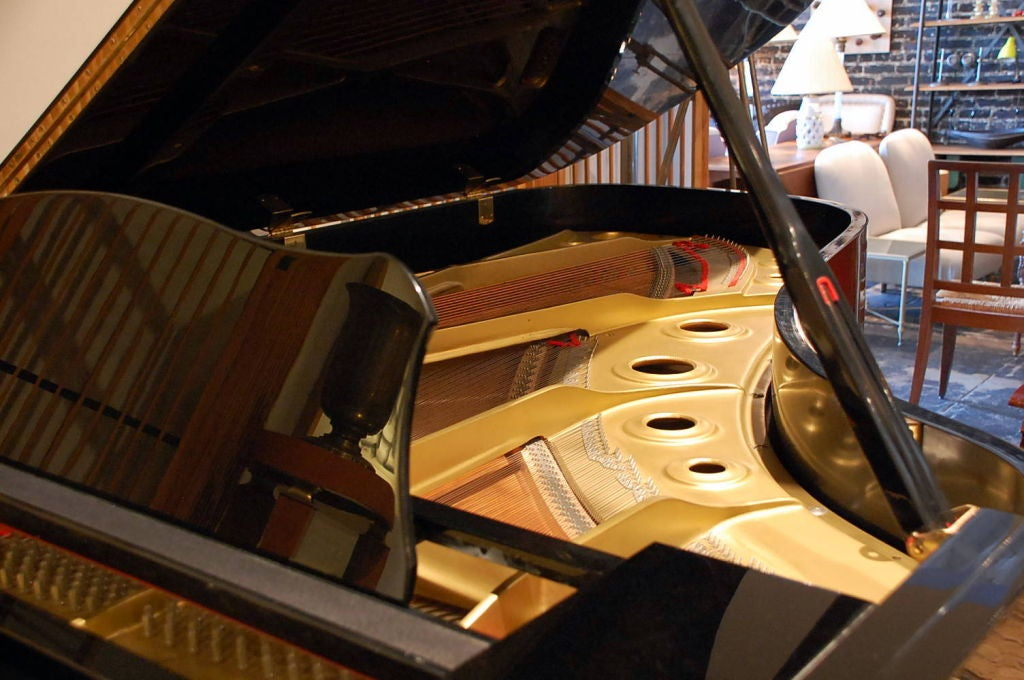 Late 20th Century Impeccable Yamaha C7 Concert Grand Piano For Sale